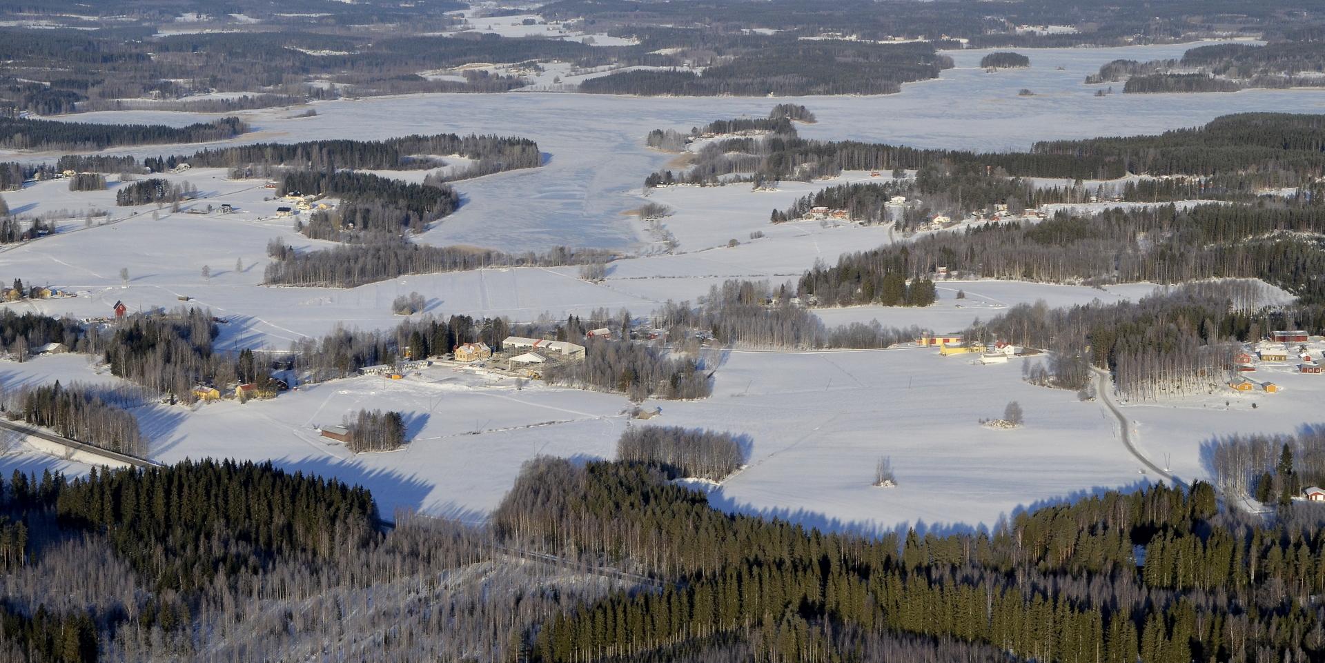 Koiviston keskikylää ja Niinivesi.