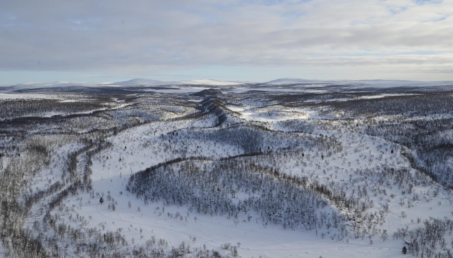 Harjanteita Utsjoen ja Kevon retkeilyreitin suuntaan nähtynä.