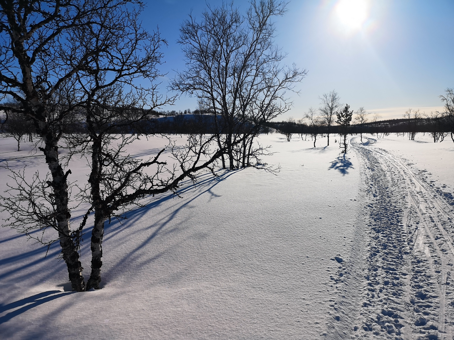 Sulasojalle paluun jälkeen oli aika tehdä pieni tiedusteluhiihto Luomusjärvien suuntaan. Suunnitelmissa oli lento Ruktajärvelle, jonne voisin laskeutua, kun ei ole Luonnonpuiston aluetta.