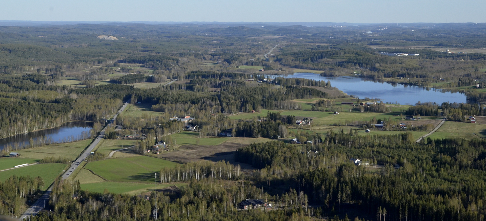 Vehniänkylä, oikealla Alanen järvi.