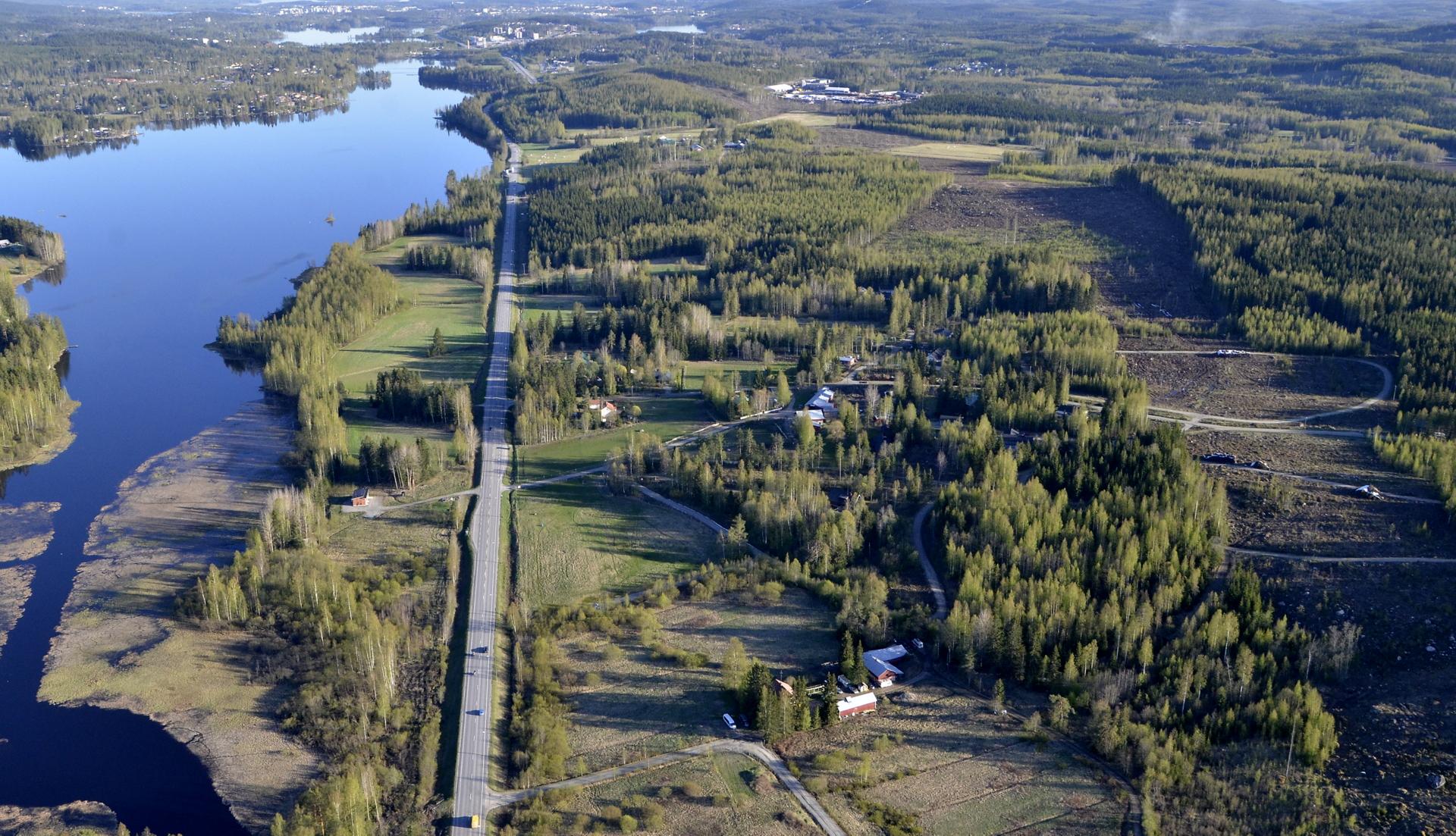 Sakarinmäki asutusalue., Alvajärvi vasemmalla.