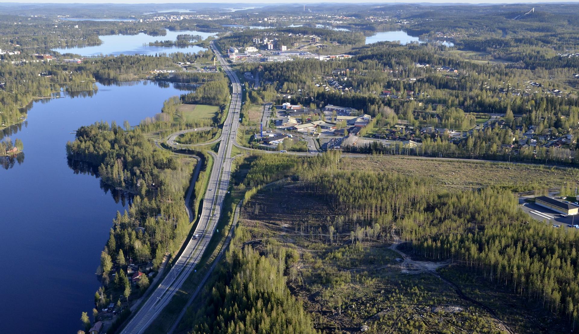 Kirrin kiemurat. Vasemmalla vielä Alvajärveä. Etempänä vas. Palokkajärvi, oikealla Tuomiojärvi.