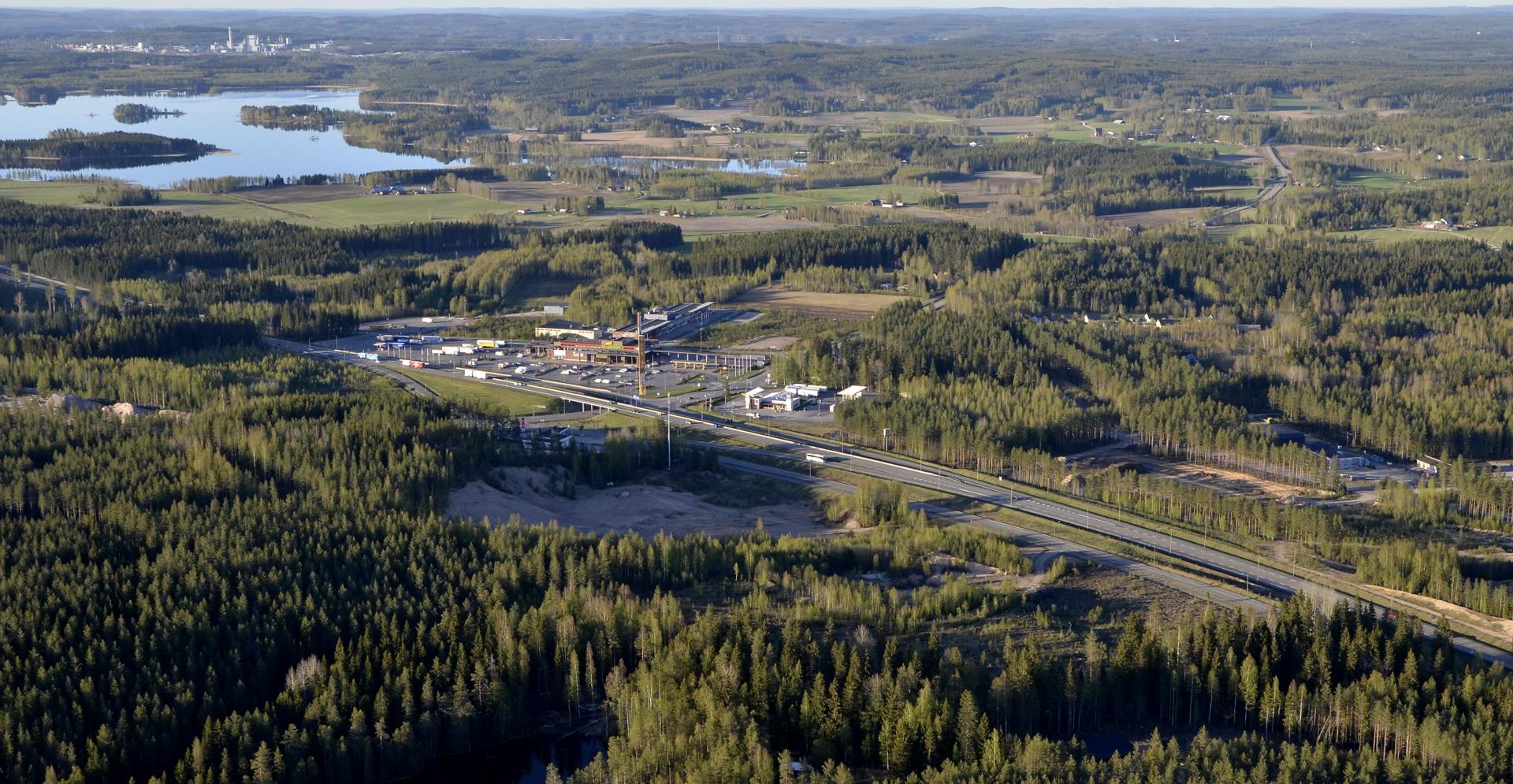 Hirvaskangas ja Koivistonkylä. Tällä kylällä on ollut Sisä-Suomen ensimmäinen postiasema. Rakennus vieläkin olemassa Muhluniemessä.