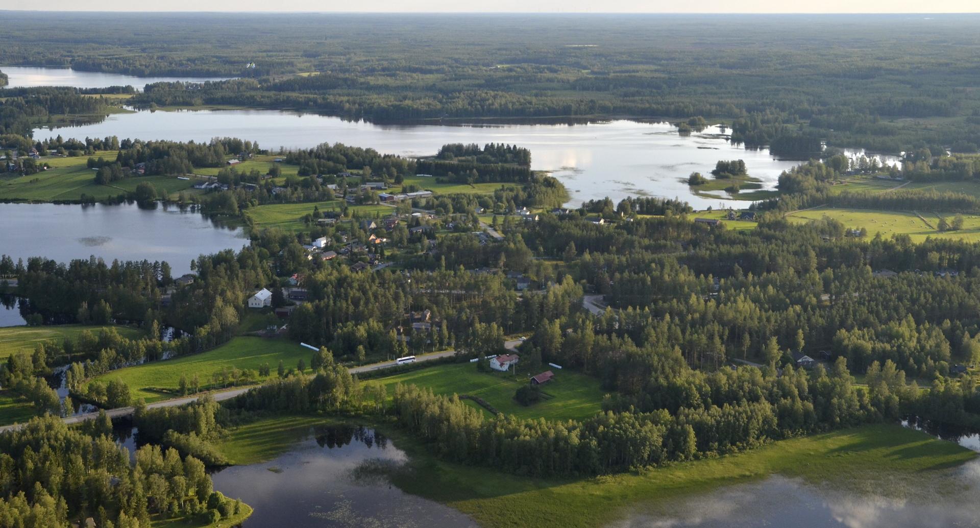 Oikealla Poikkeusjärvi