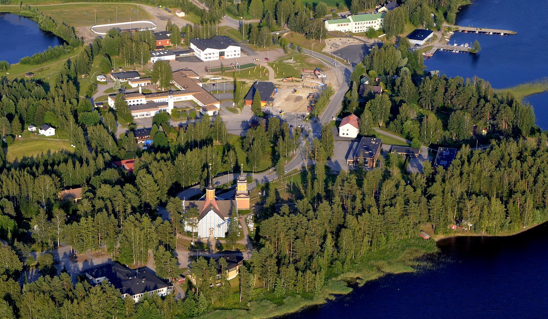 Kivijärven kirkko onkin remontissa ja huputettuna osittain.