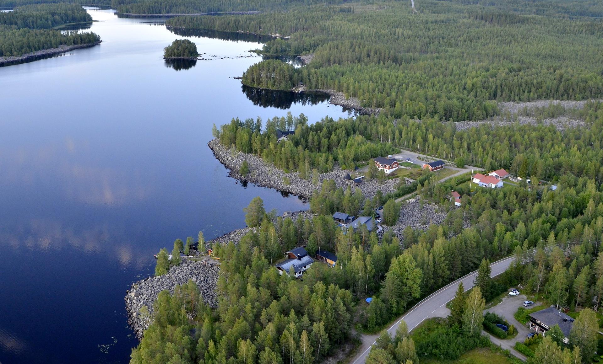 Kivijärven kiviset rannat, kun lähdetään metsäisiä maisemia kohden Viitasaaren Pasalaa.