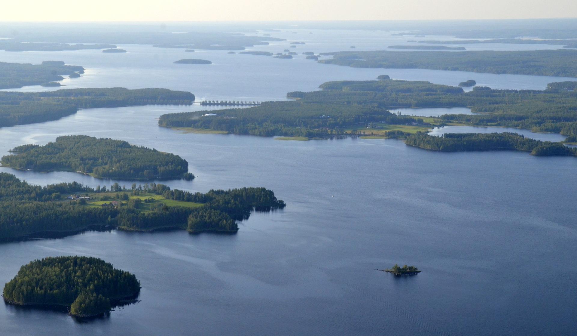 Vasemmalla Hännäniemi ja näkymää Kivijärven selille.