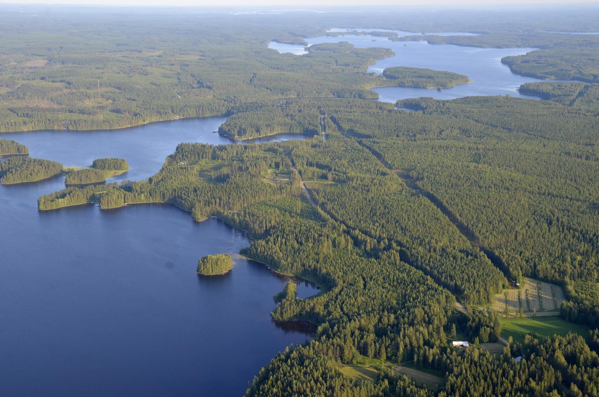 Korvenperän taloja, vas kivijärven Kuivaselkää. Kauempana näkyy Kannonjävi.