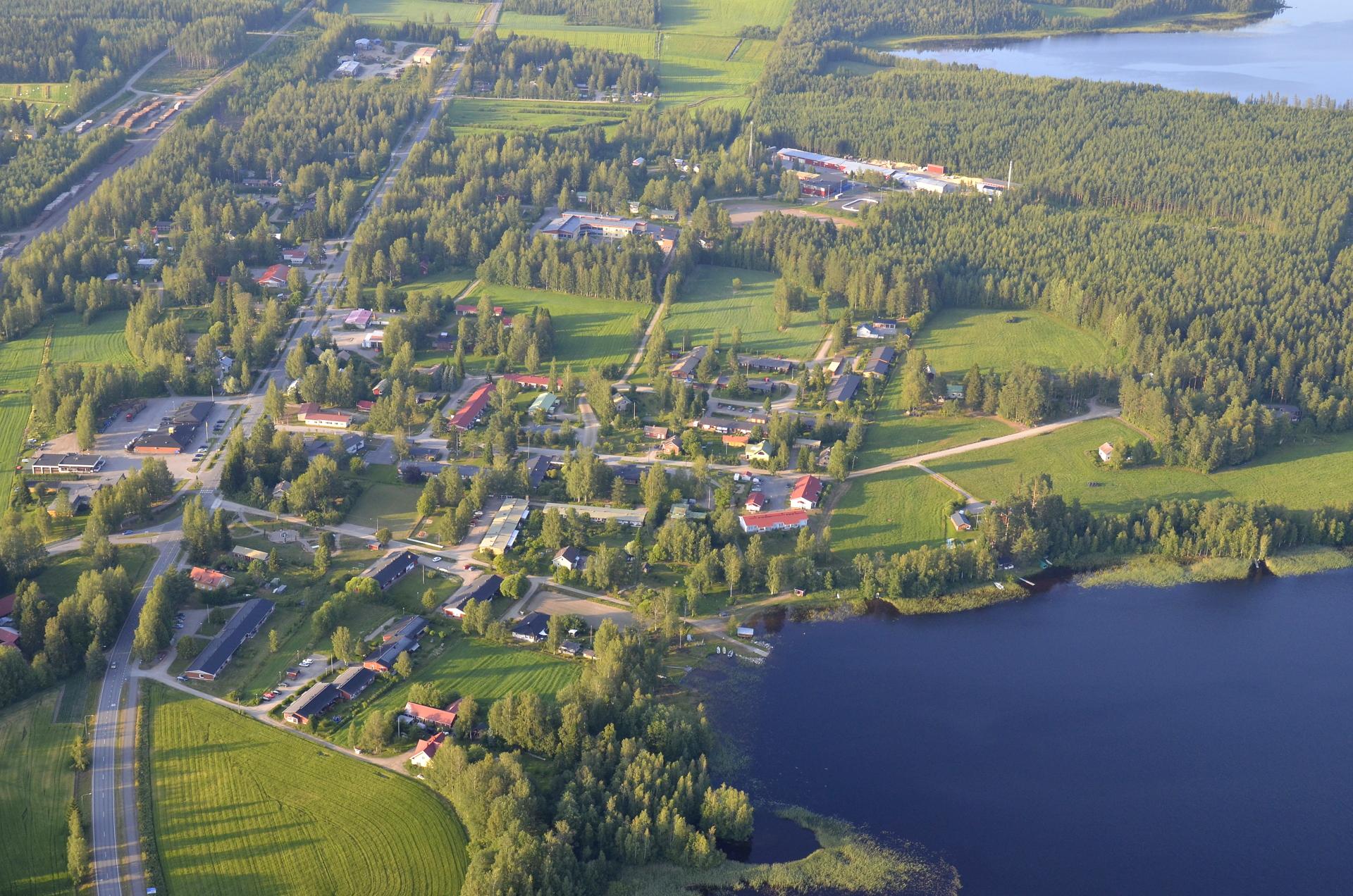 Syväjärvi oikealla alhaalla, ylempänä Pudasjärvi.