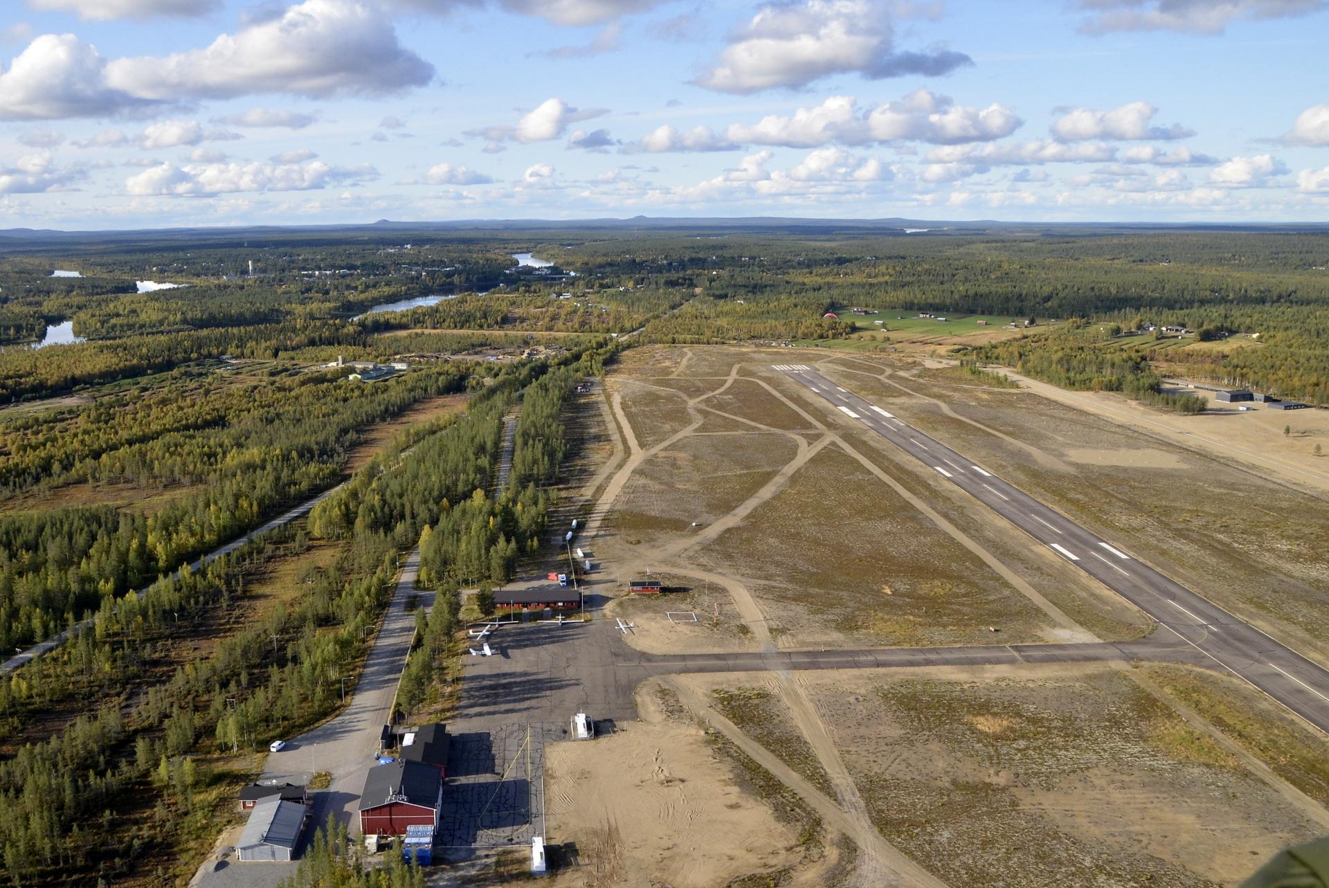 Sodankylän lentokenttä syyskuussa. Kahden vuorokauden jälkeen olimme Nuorgamissa.