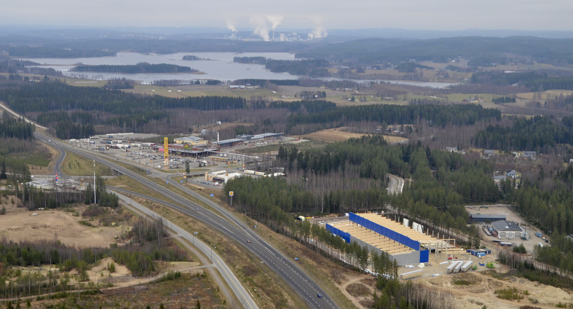 Hirvaskankaalle rakennetaan Meconetin teollisuushallia.