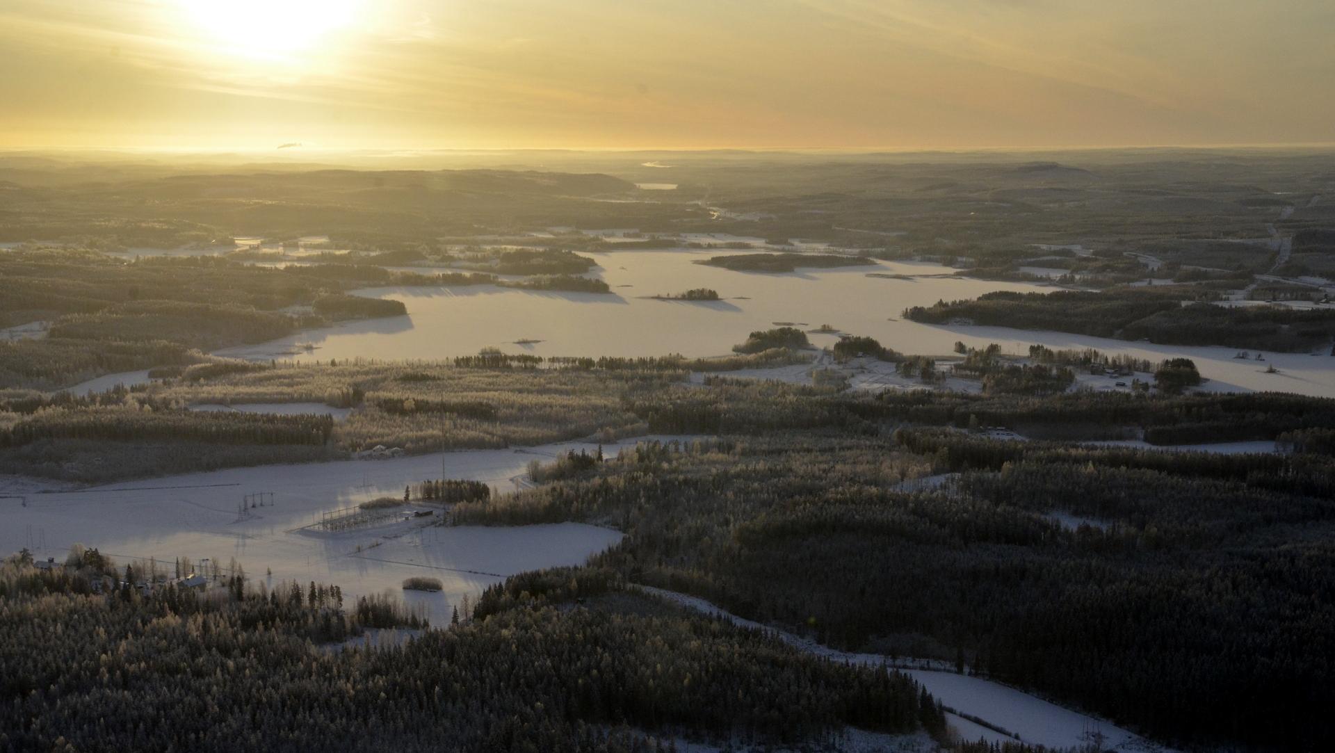 Näkymä Niiniveden ja Koiviston / Hirvaskankaan suuntaan.