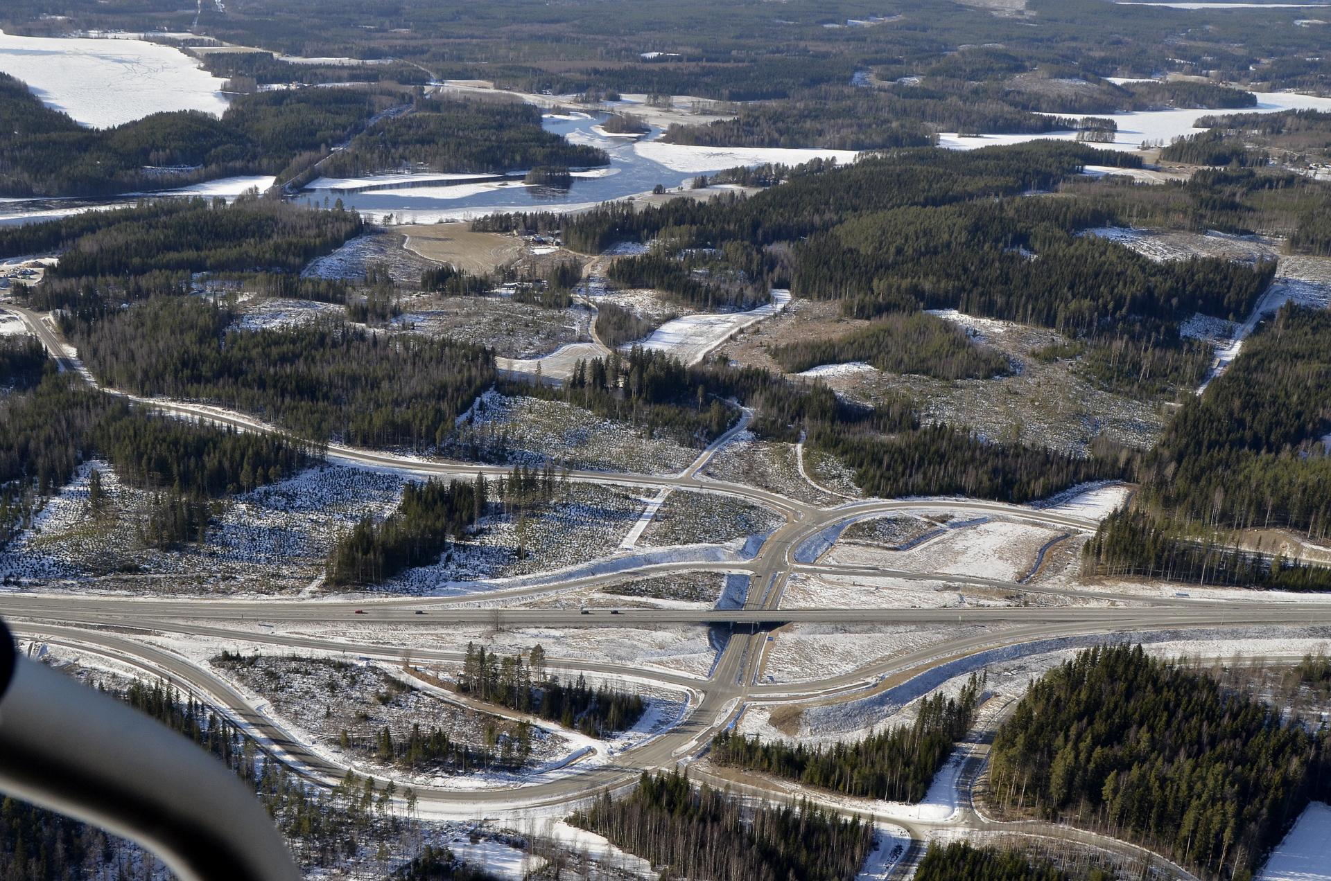 Akanniemen risteys, tai millä nimellä tämä lie nykyään tunnetaan. Samasta risteyksestä kuljetaan Viitalahteen ja Järvenpäähän.