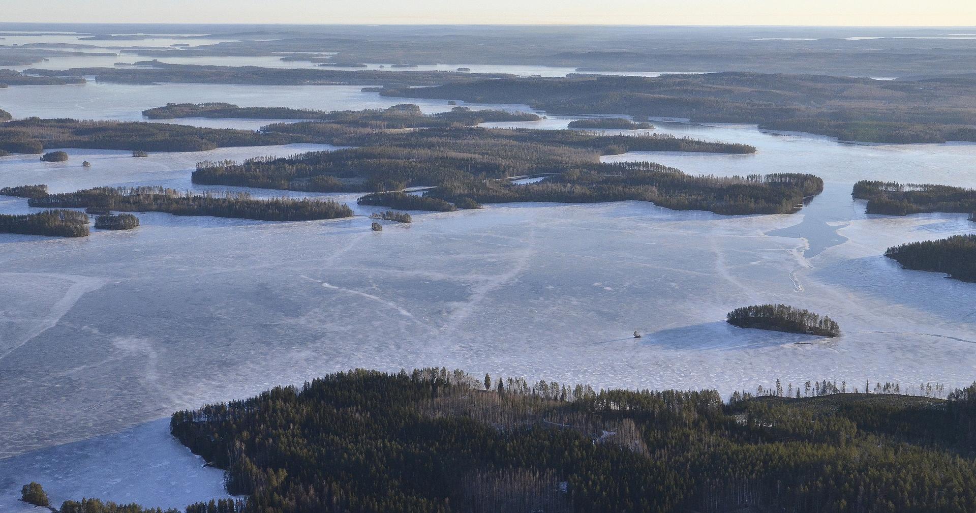 Lähimpänä Härkinselkä, vasemmalla edessä siintää jo Matilanvirta.