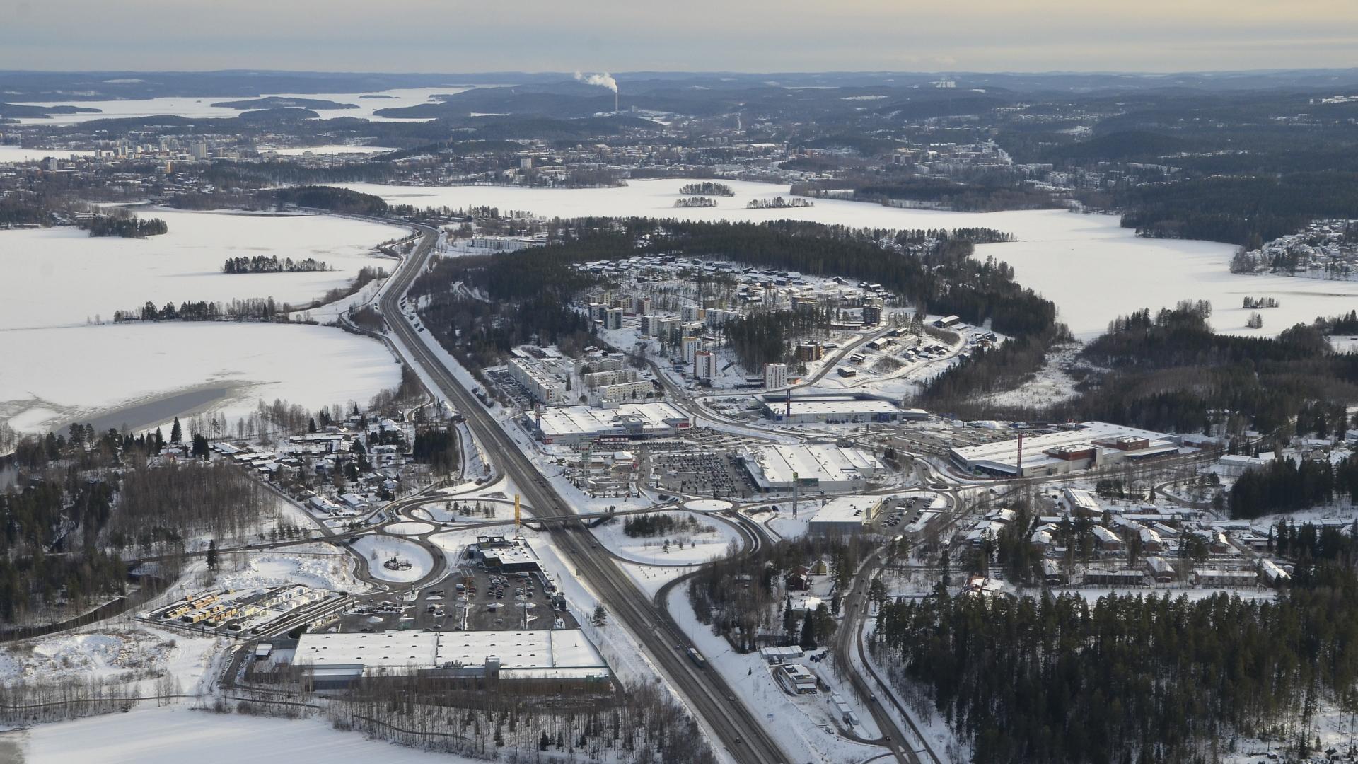 Palokka, vasemmalla Palokkajärvi ja oikealla Tuomiojärvi.