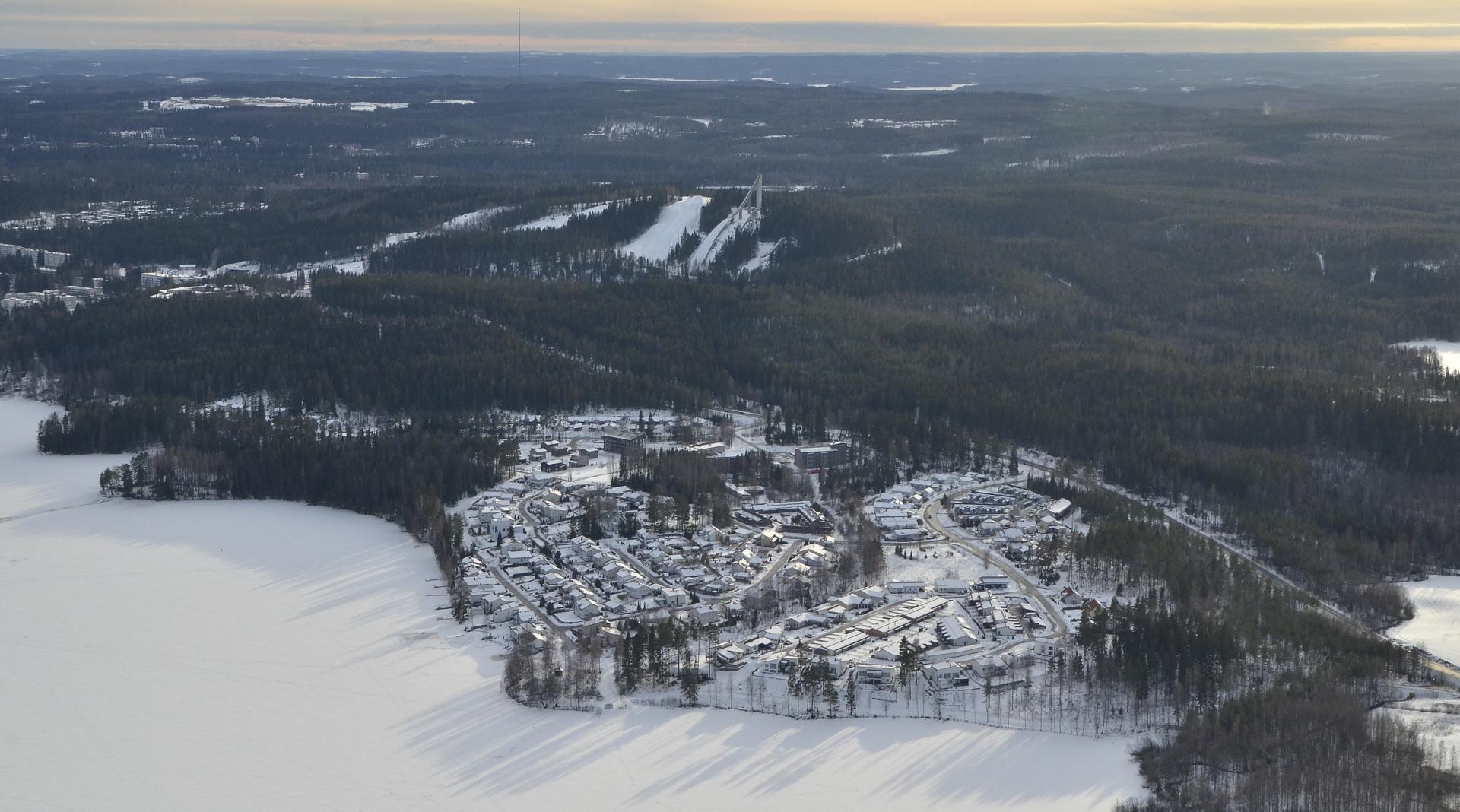 """Haukkala Tuomiojärven """"takana""""."""