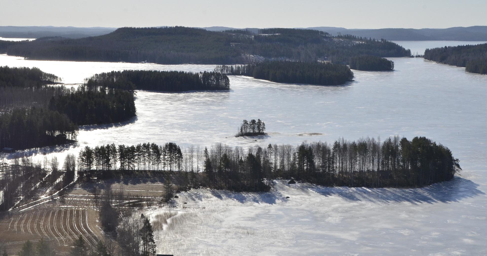 Lähimpänä Tervaniemi, Kytänsalon siltasalmi oikealla.