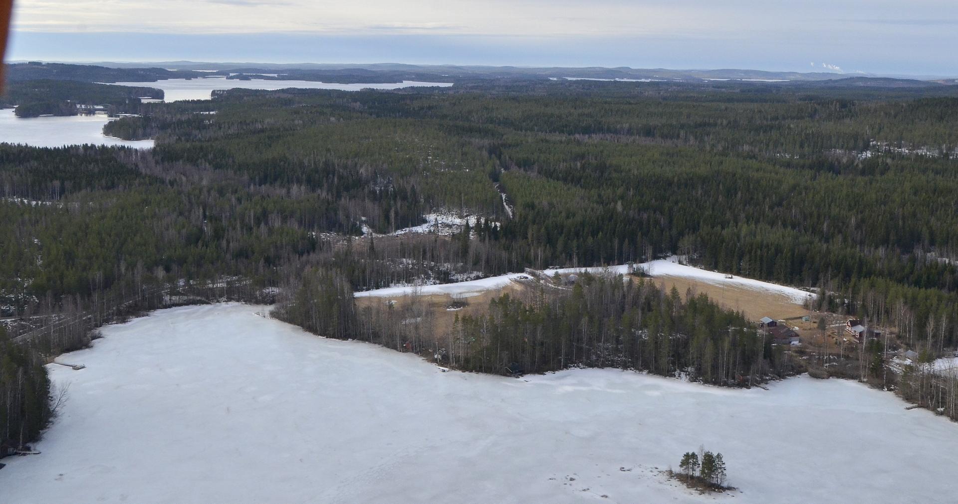 Vasemmalla näkyy Matilanvirta, lähimpänä alla Riihilahden pohjukkaa ja Oraviniemi.
