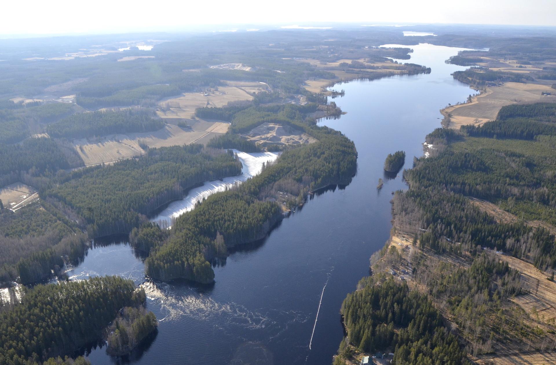 Vatiajärvi ja Kapeenkoski.
