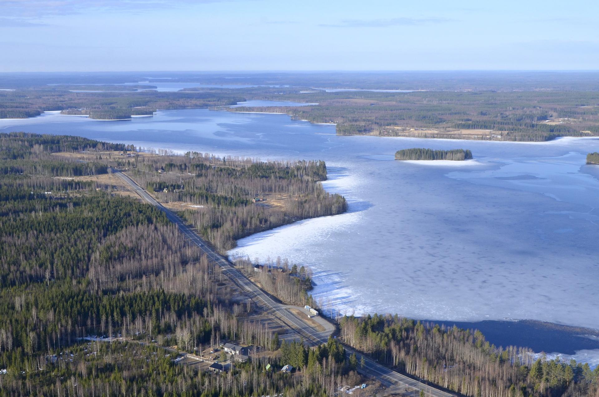 Löytänäjärvi eteläisestä päästä sula.