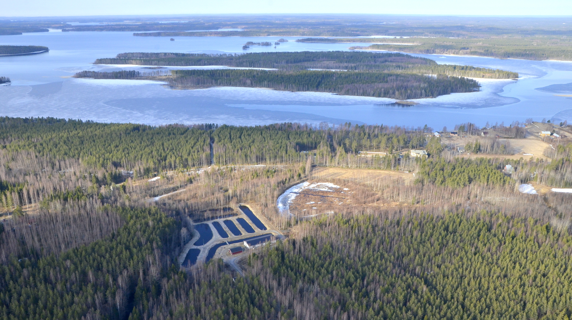 Jurvansaari ja Vehkasaari. Kuvan vasemmassa laidassa taustalla Keihäri.