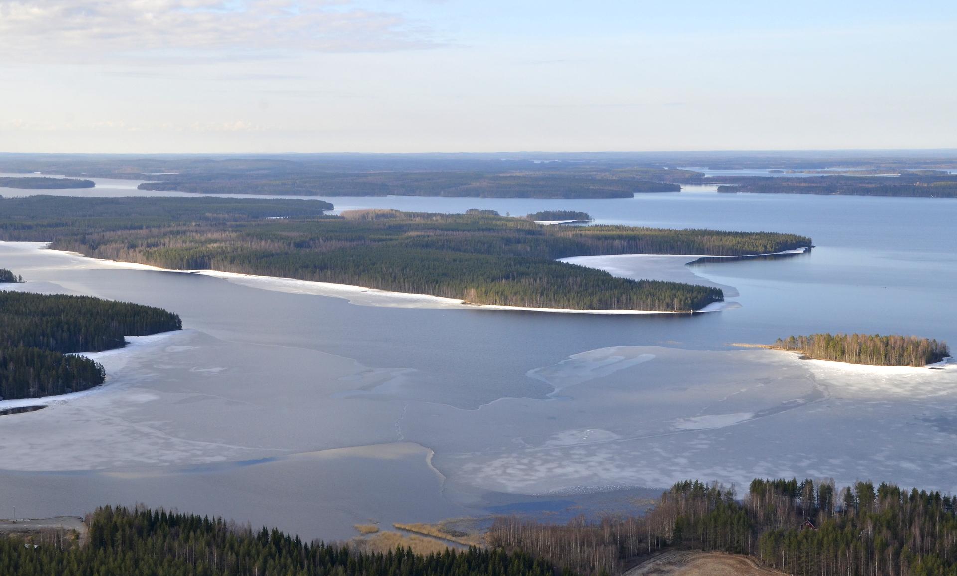 Siilinsalonsaari, Taustalla Keihäri ja Muuruejärvi.
