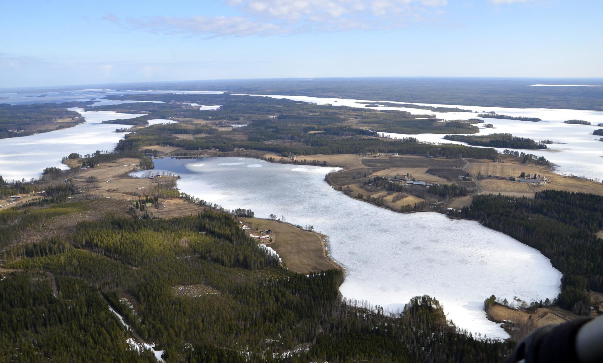 Pasalankylää ja Pasalajärvi.