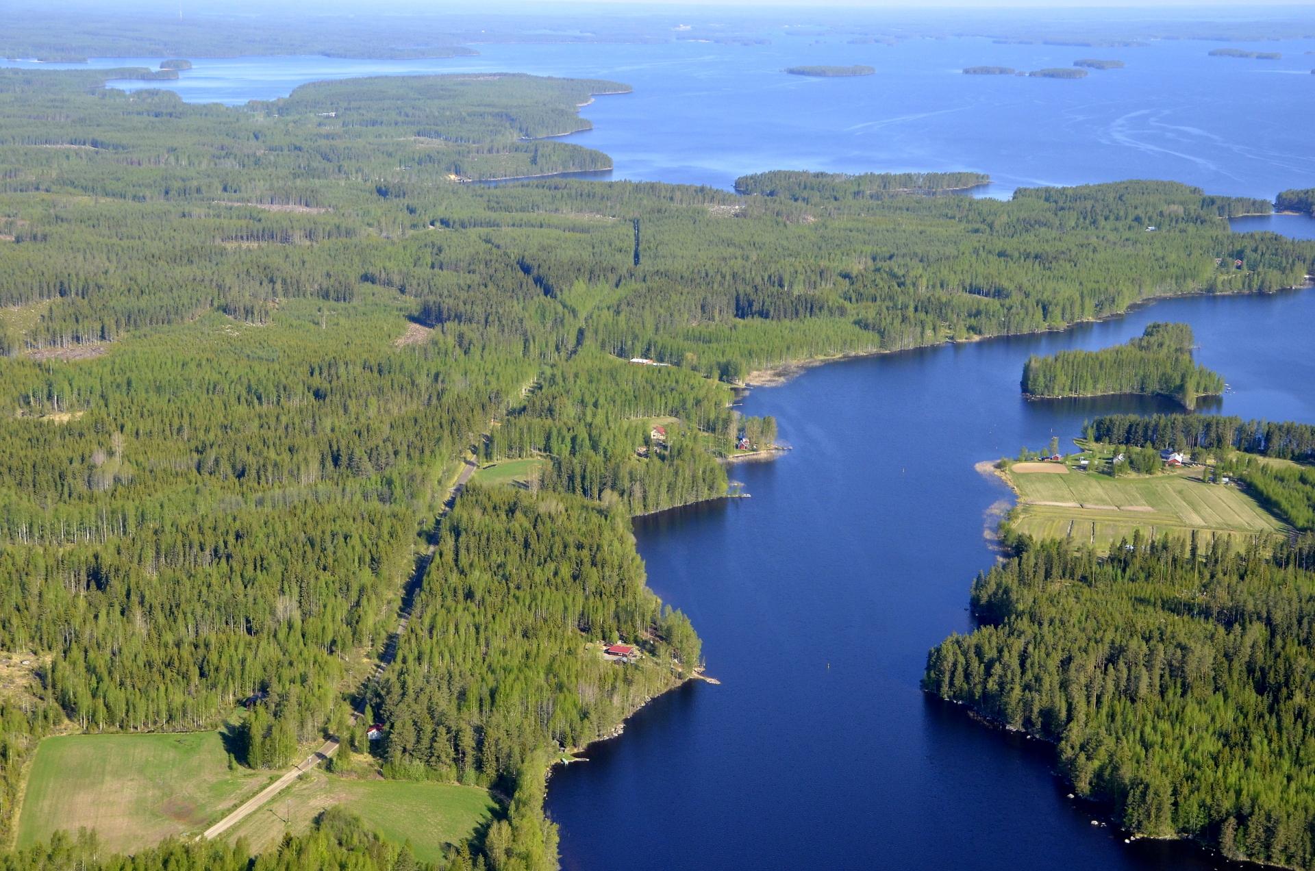 Kartalta opiskelin niemien seutujen nimiä. Oikealla Kuhalankylää, keskellä Palorantaa ja vasemmalla Houninniemi.