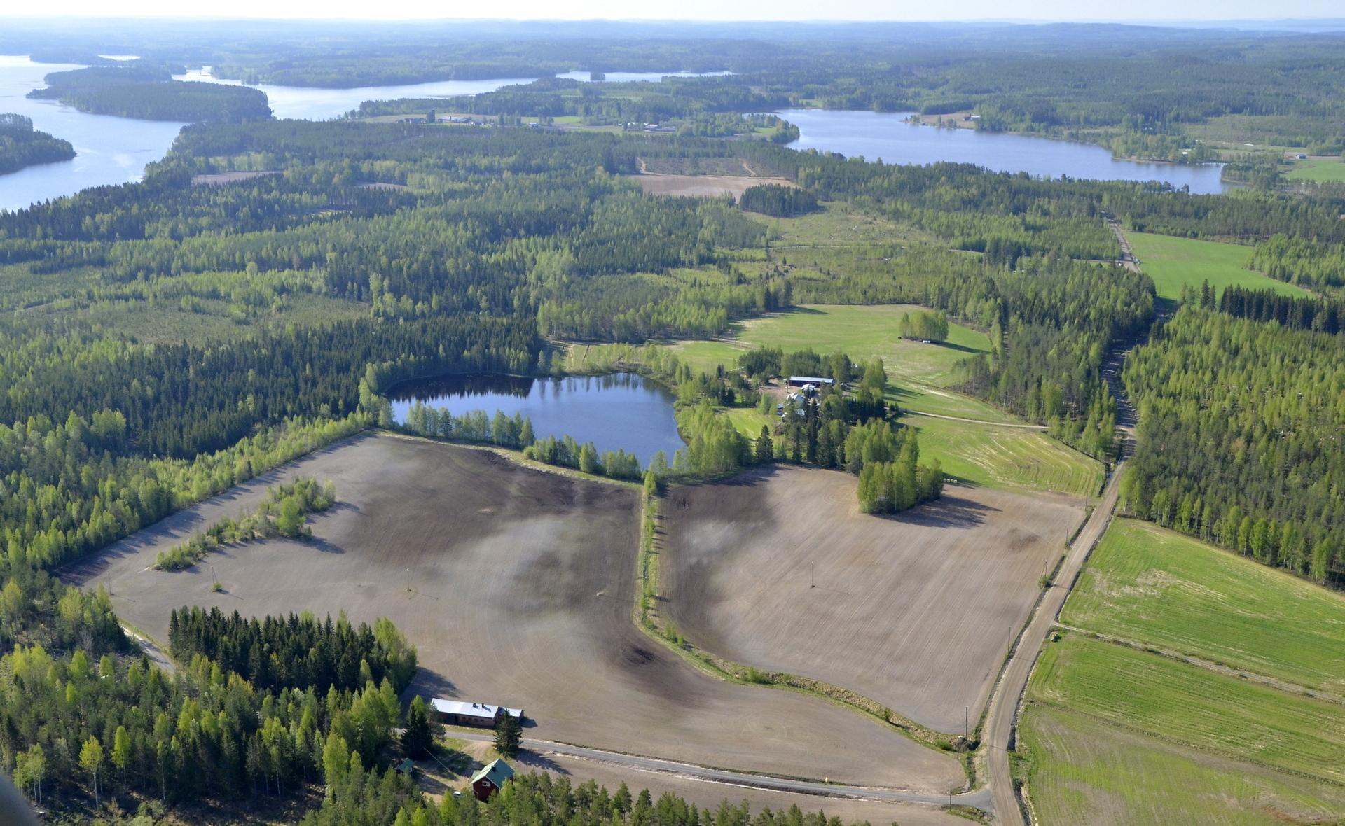 Oikealla Pasalajärvi, lähimpänä Pienijärvi.