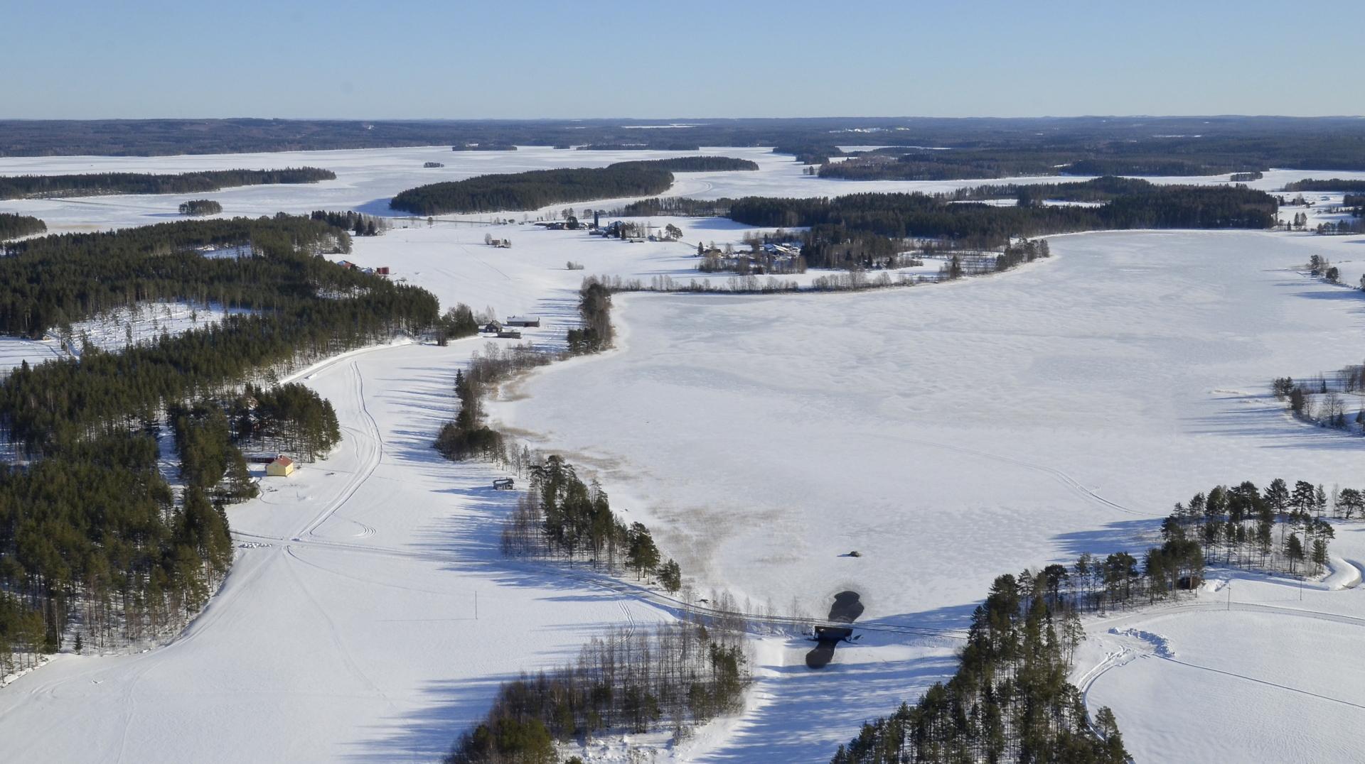 Talvellakin pientä virtausta Koliman ja Pasalajärven salmessa sillan alla. 21.2.2019