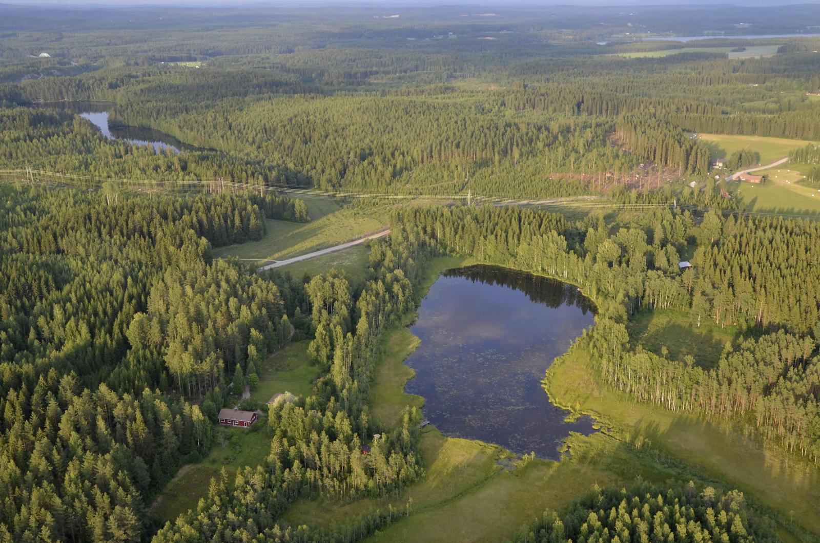 Koiviston Keljärvi, tuo lähempi, seuraavana Kangaslampi.