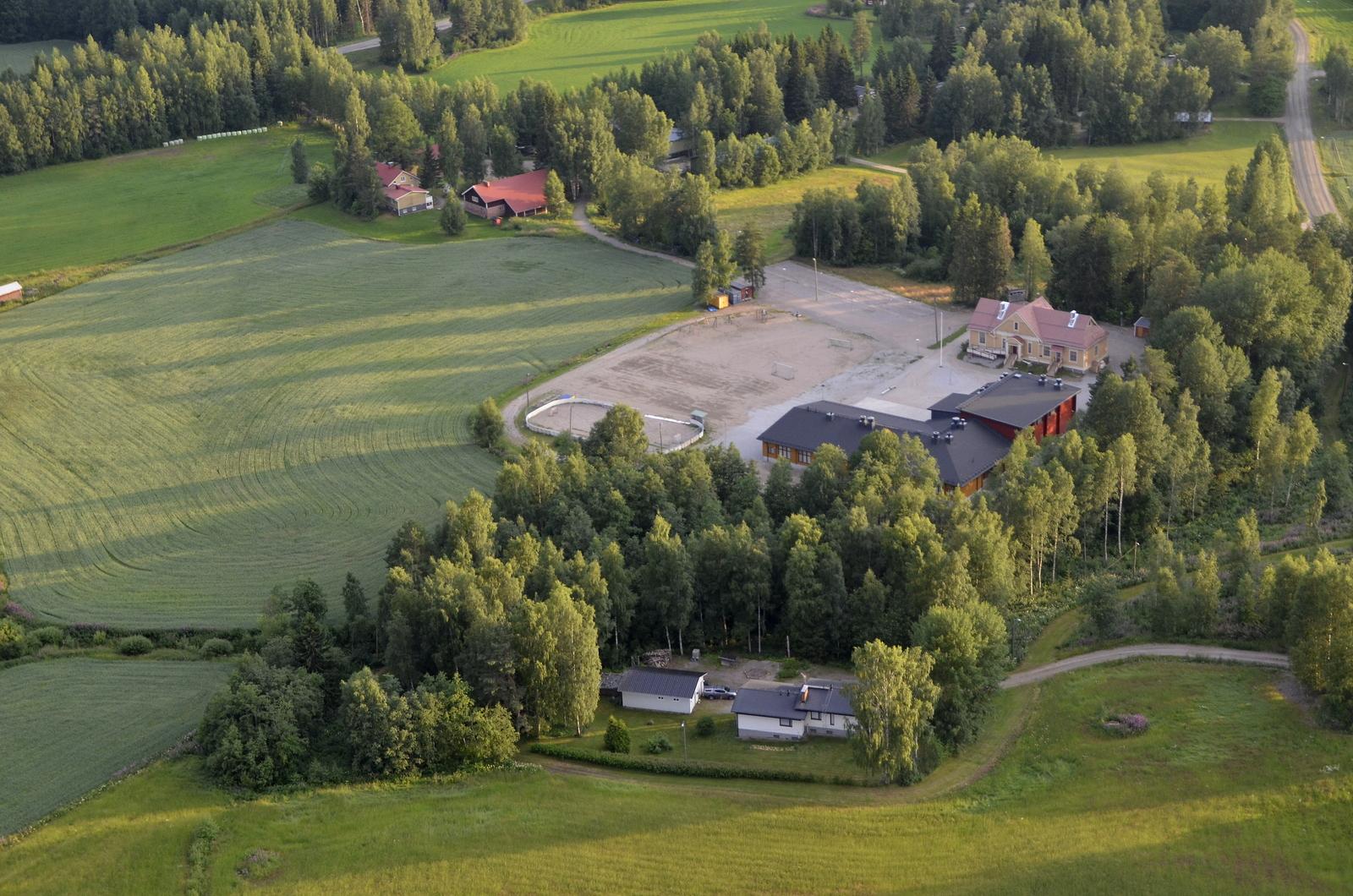 Koiviston koulu, vanha ja uusi.