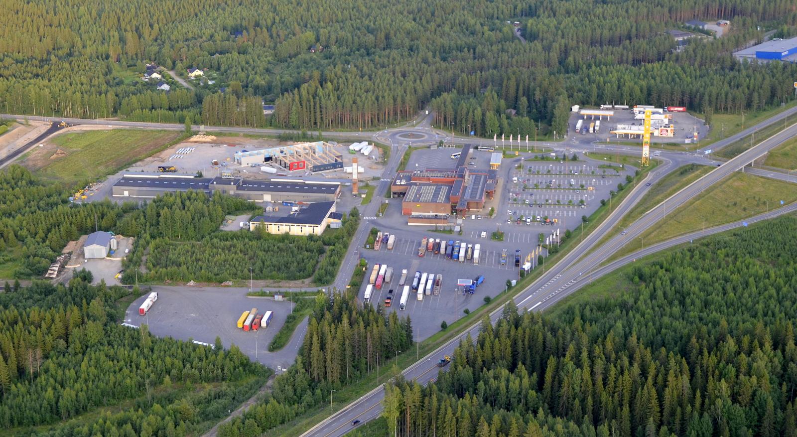 Heavy Center Hirvaskangas oy:n rakennus harjakorkeudessa Spektrin vieressä.