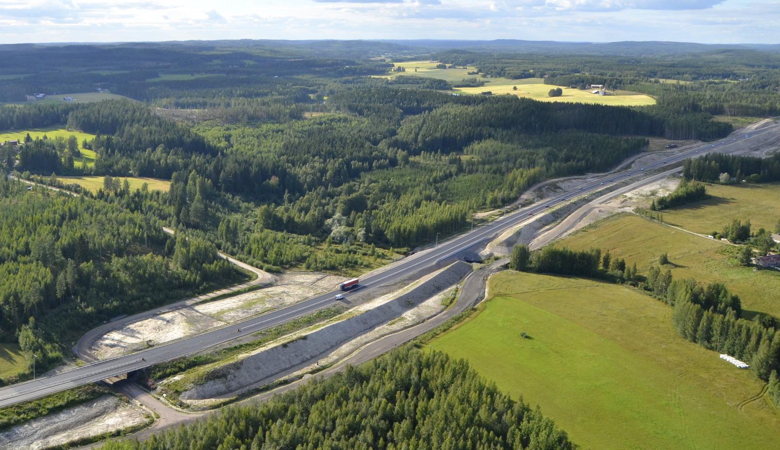 Kuorrejoen uusi silta ja liittymä ovat kokolailla valmiit.