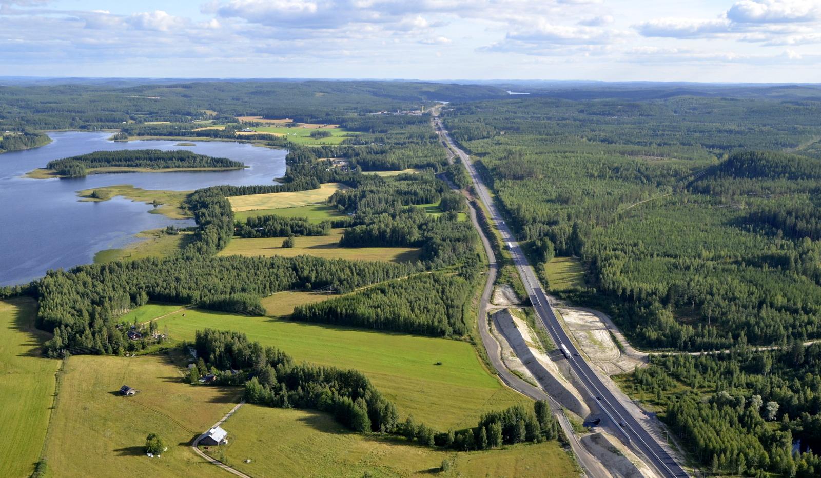 Nyt otan suunnan kohti Jyväskylää. Vasemmalla Niinivesi.