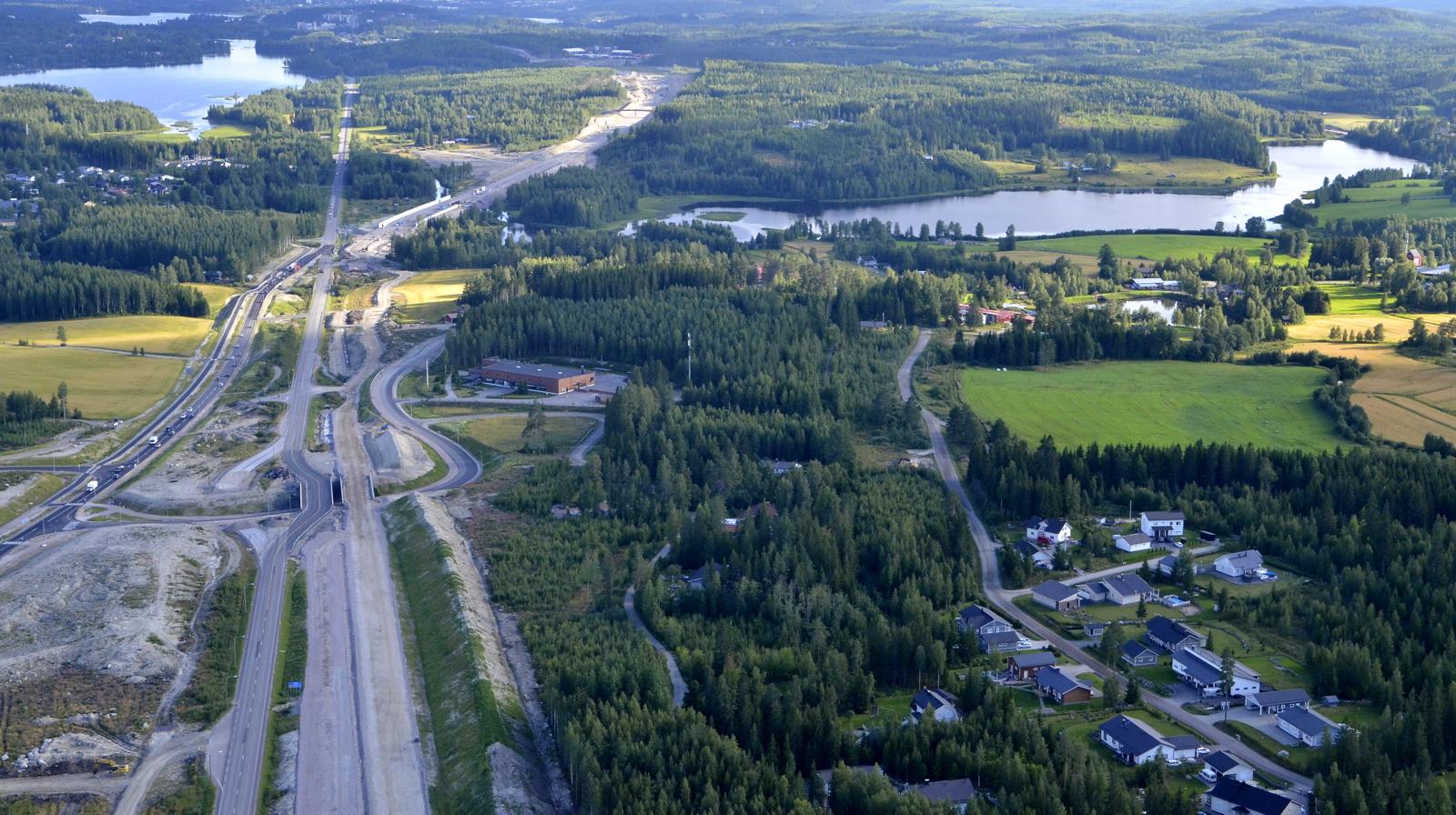 Puuppolaa, vasemmalla näkyy Alvajärvi.