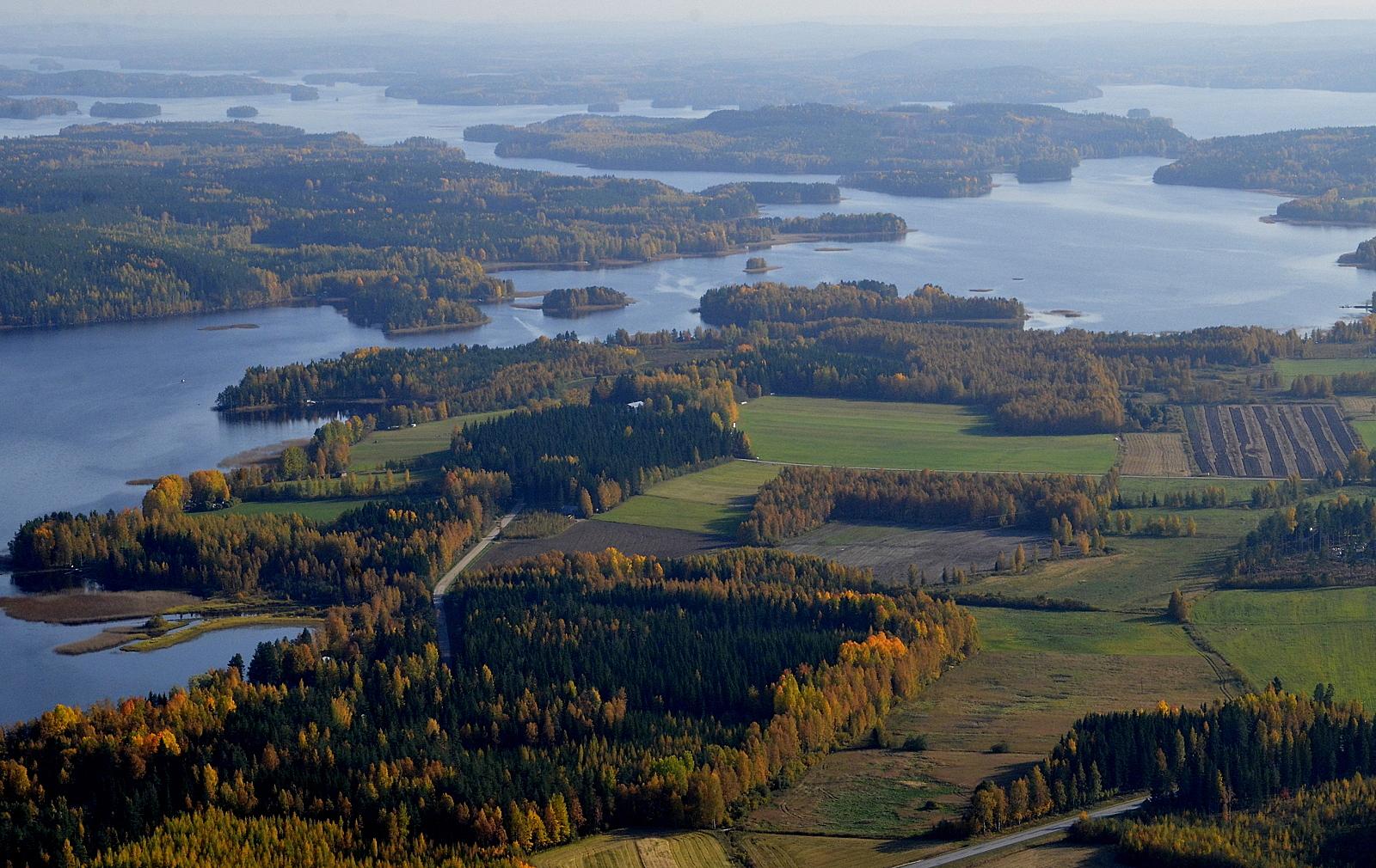 Pyyrinlahtea ja Kytänsalonsaari korkeana kuvan keskellä.