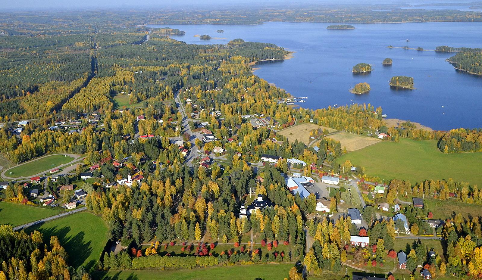 Räihäselän vasemman laidan pohjukassa on Lintulahti, jonne suuntaan.