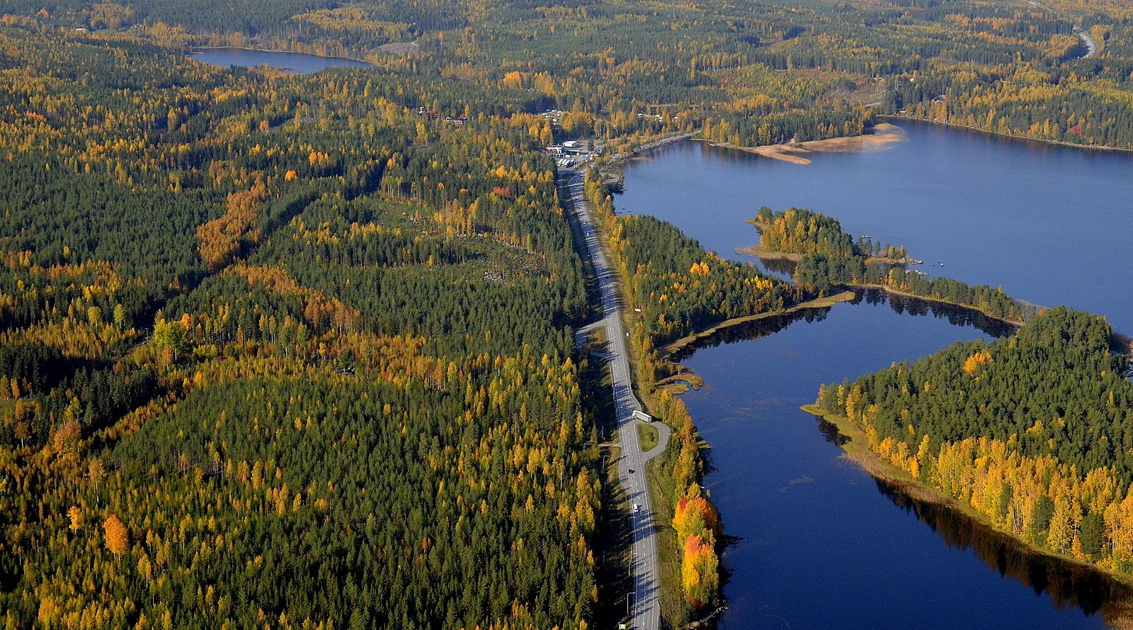 Lekosaari ja Lekolahti. Vasemmalla näkyy Kotanenjärvi, jonka yli suuntaan Vuorilahdelle.