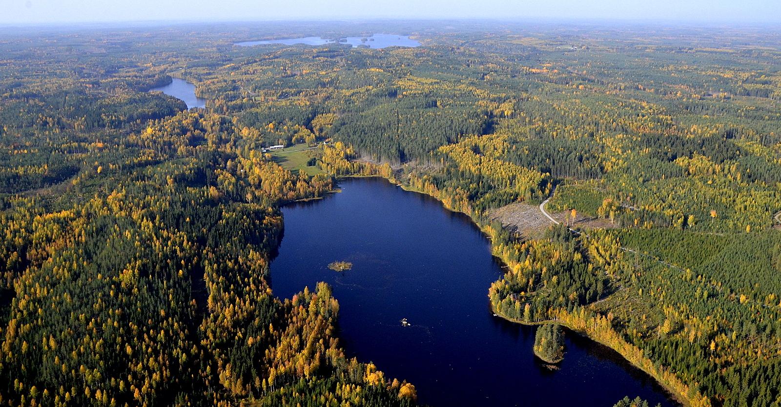 Kotanenjärvi, taustalla Iisjärvi, jonka taakse Vuorijärvien tuulipuisto ehkä tulee?
