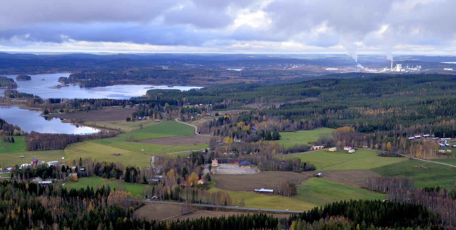 Nyt loikattiin Äänekosken Koivistonkylälle. Vasemmalla Niinivesi.