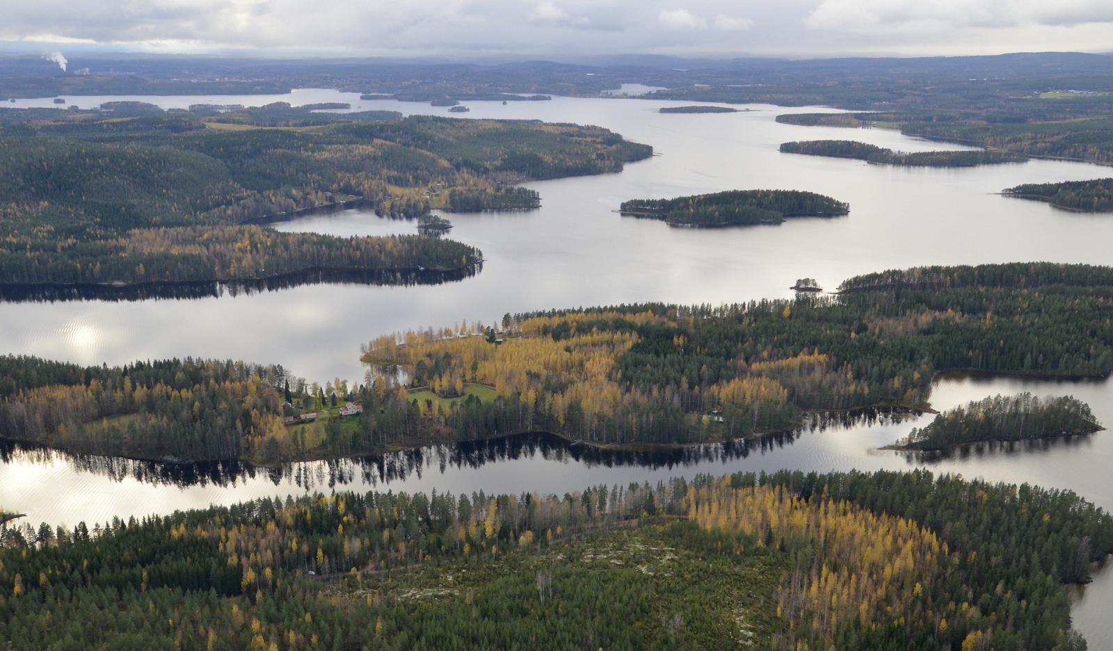 Näkymä tulosuuntaan Syvälahden kohdilta, Ukonniemen yli.
