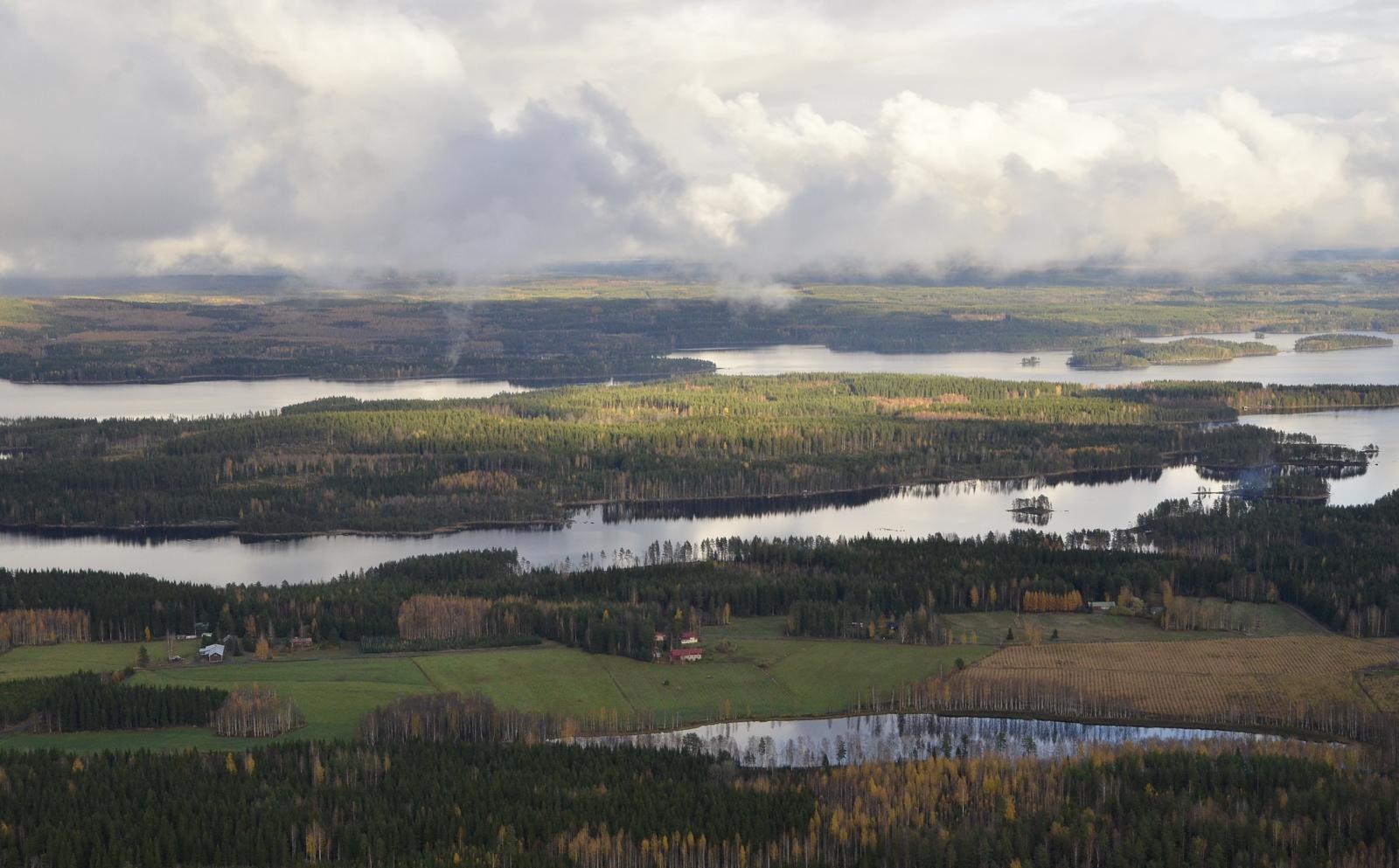 Kuvassa lähimpänä Lohilahden Kotilampi, sitten Härkinsalmen takana Pynnönsaari.