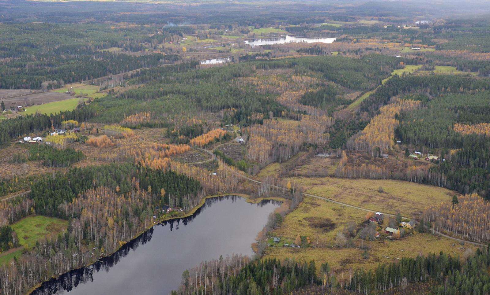Alla Huutjärvi, ylempänä kuvassa Saarikkas.