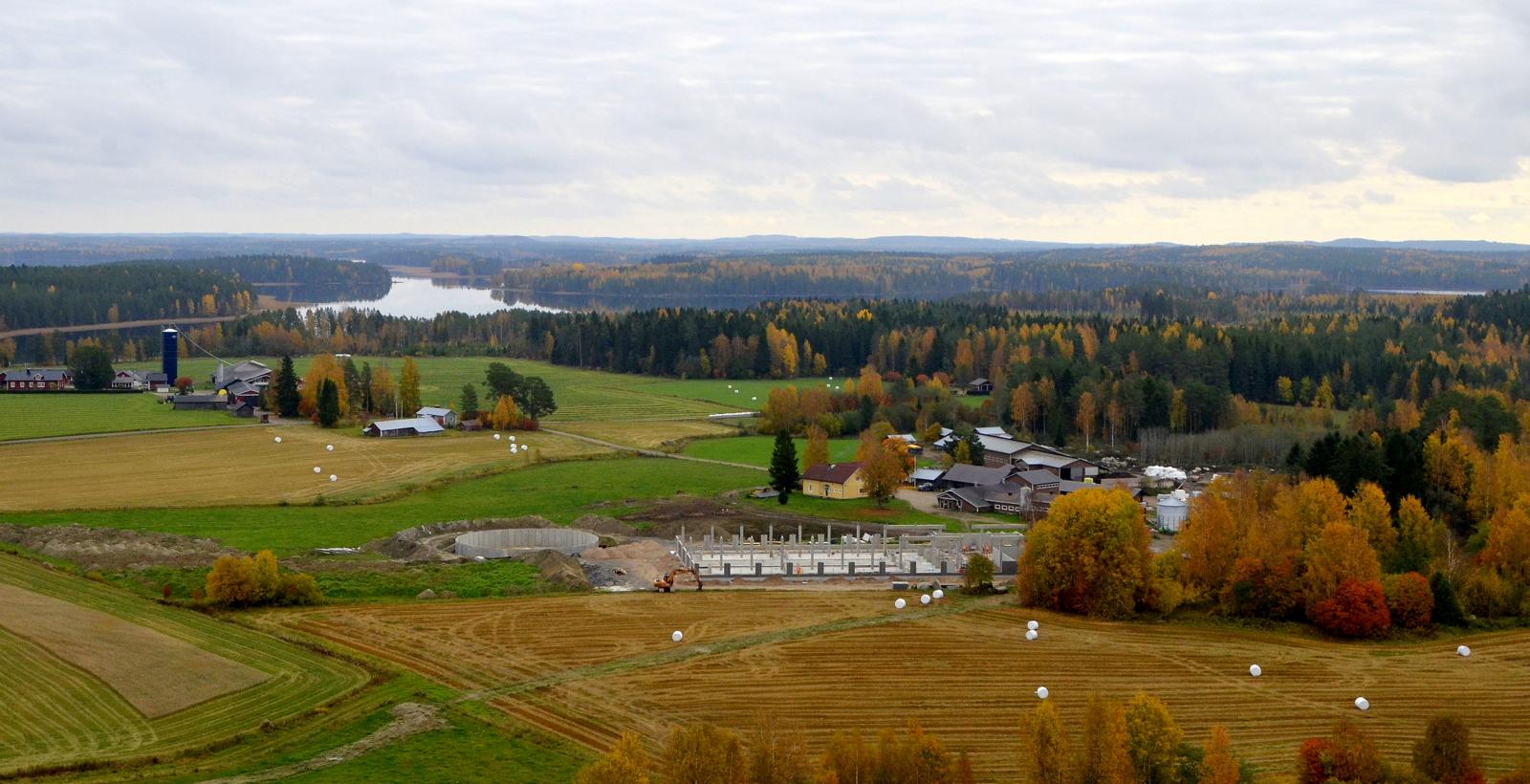 1.10.2020 Paanalan uuden navetan rakentaminen näkyy jo maisemassa.