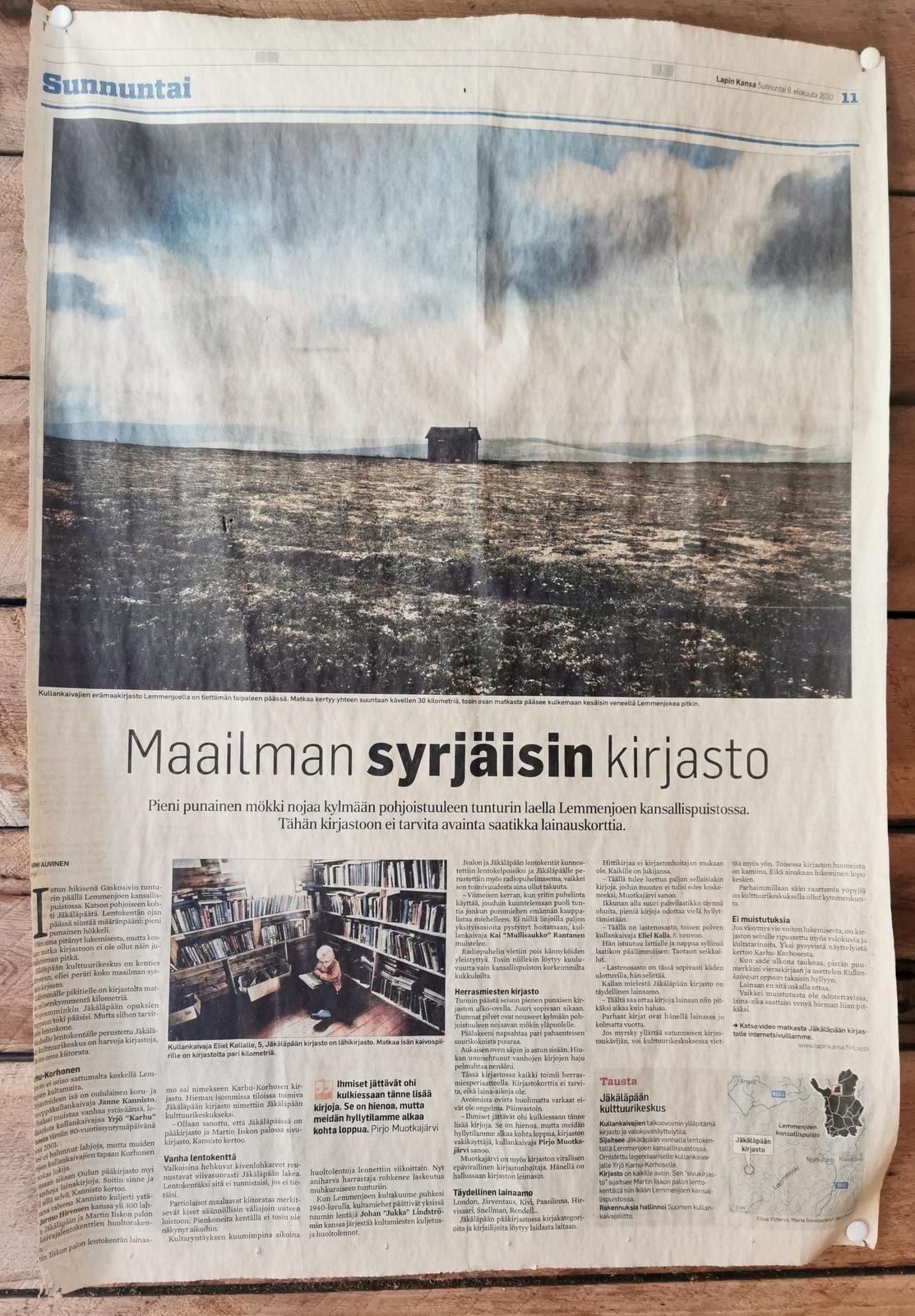 Lapin-Kansa tiesi jo 2011, että syrjässä kirjasto on. Lehtileike kirjaston seinältä kuvattuna.