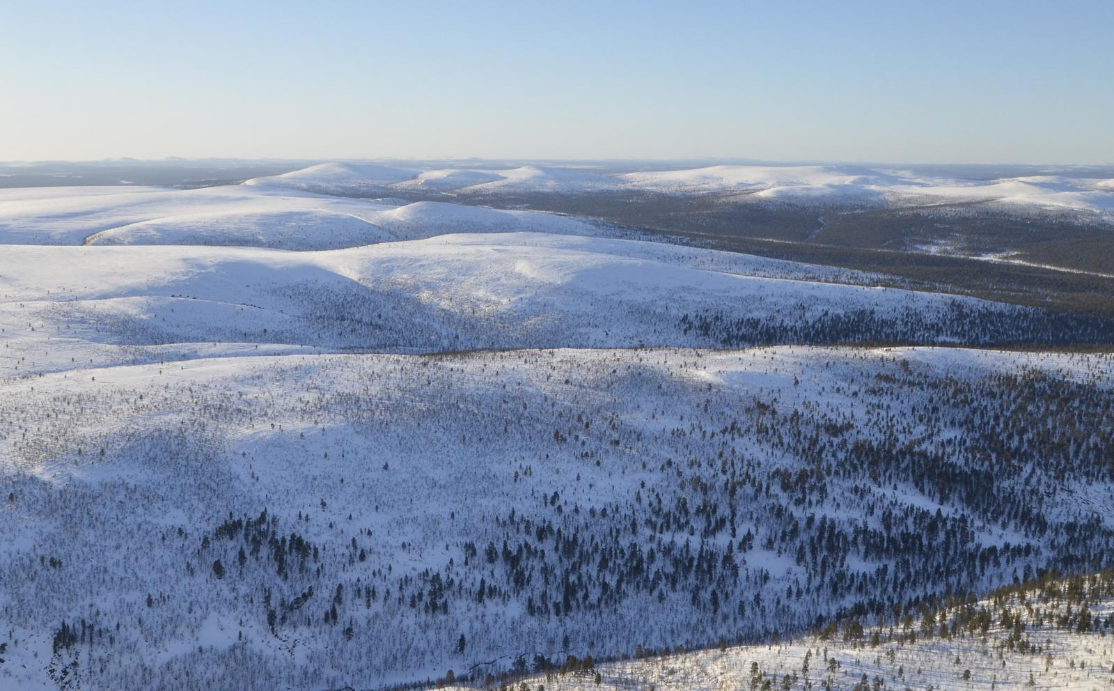 Lähinpänä Morganmaras, sitten Gaskoaivi ja seuraavana Jäkäläpää kirjastoineen. Oikealla enne tunturirypästä Ravadasojan laakso.