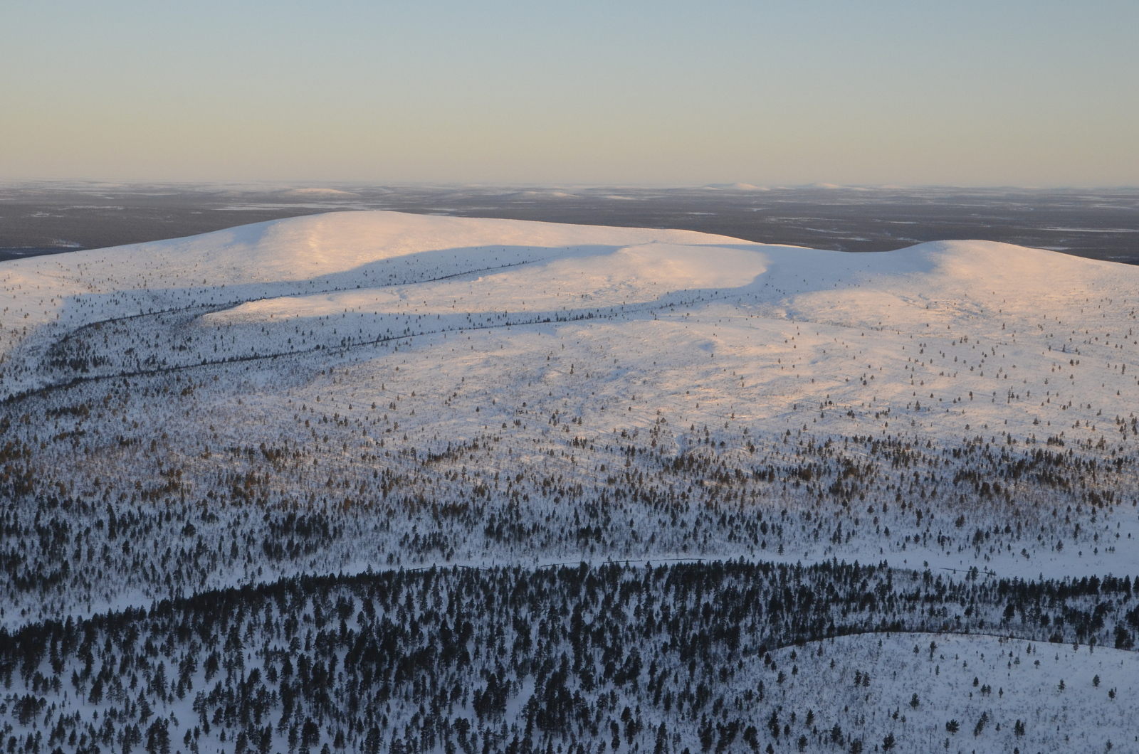 Taaimmainen huippu Kutsuvannonpää. Taustalla Norjan vuoristoa.