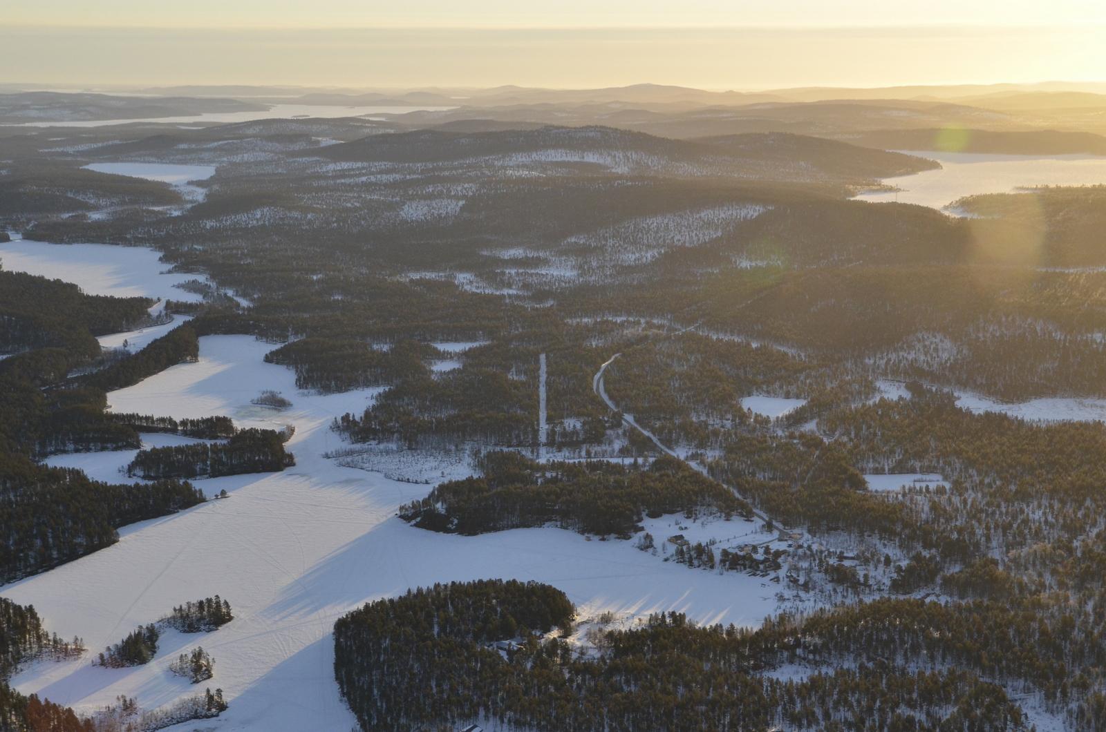 Jurgulahti oikealla, vasemmalla kauimmainen järvi on Paadari.
