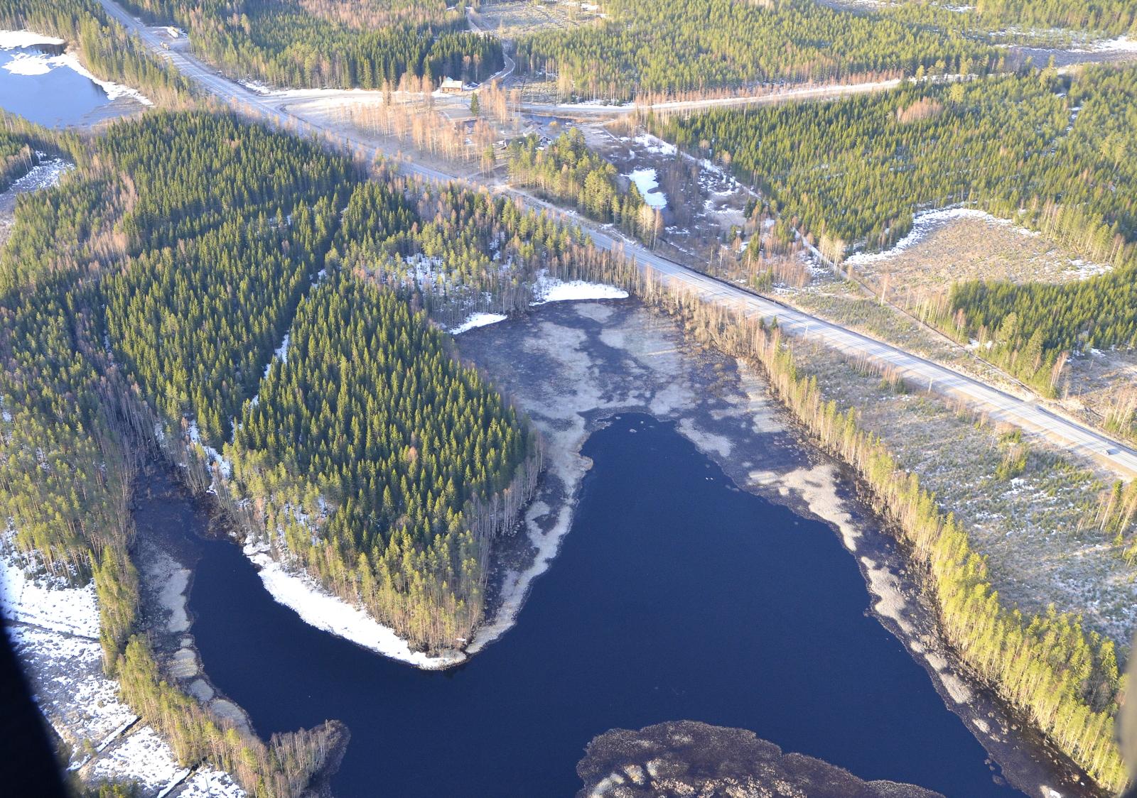 Keski-Viitajärvi Kinnulan ja 4-tien risteyksessä.